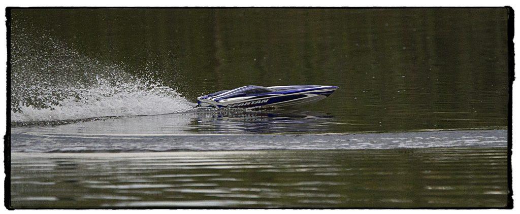 bateau-telecommande-rapide