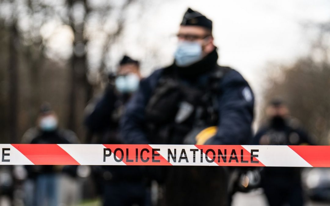 Quatre policiers suspendus après la violence faite à un producteur à Paris