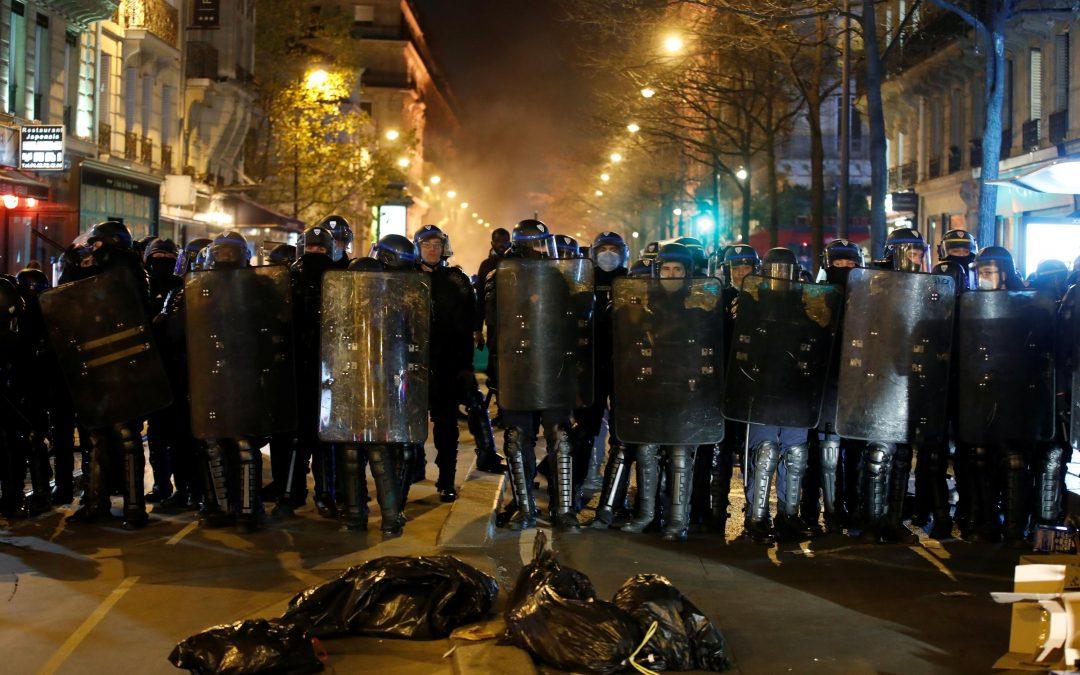 Paris : les manifestants sont retournés sur la place de la République pour exprimer leur colère