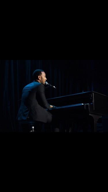 John Legend : des photos de fausse couche de Chrissy Teigen publiées sur le Net